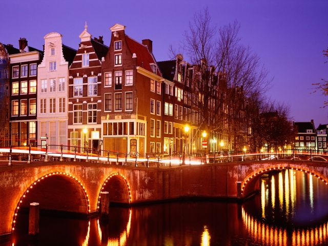 Amsterdam-in-Netherlands_Night-view_2074