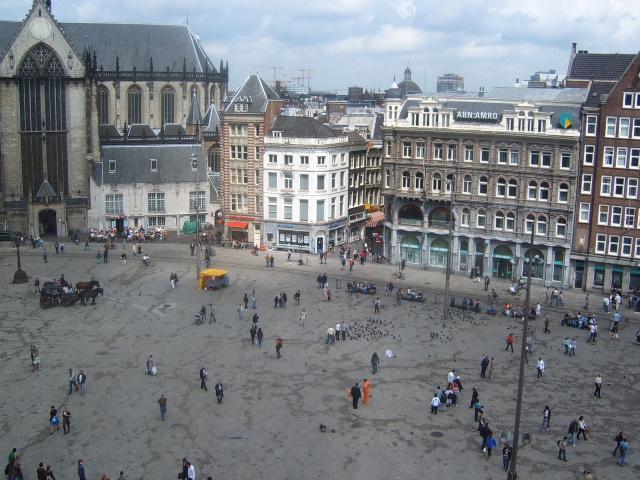 Dam_Square_Amsterdam_Tourism