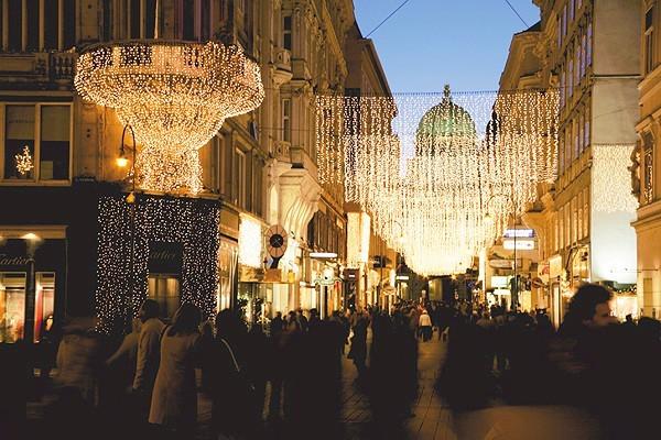 Shops_at_the_Kohlmarkt_Vienna_00571