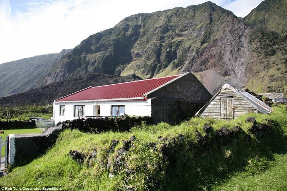 2660A6C600000578-0-Houses_on_Tristan_da_Cunha-a-29_1425640701792