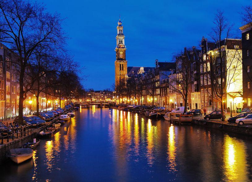 vista-de-westerkerk-de-noche