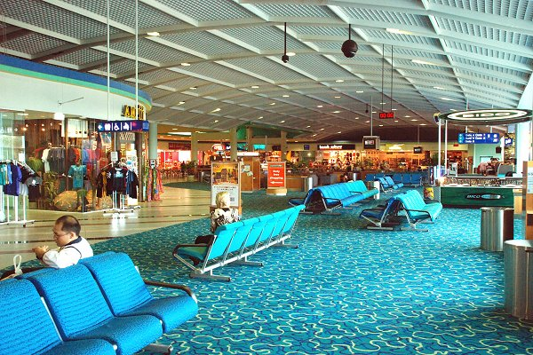 Cairns_airport_boarding_room