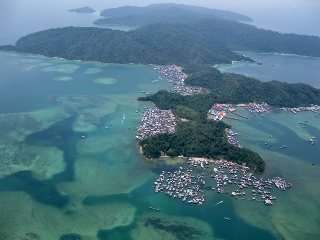 Floating-village_Gaya-island