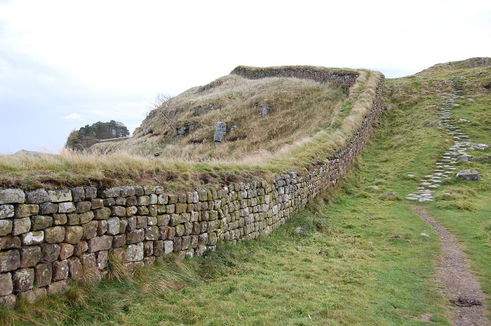 Hadrians_Wall_west_of_Housesteads_4__700