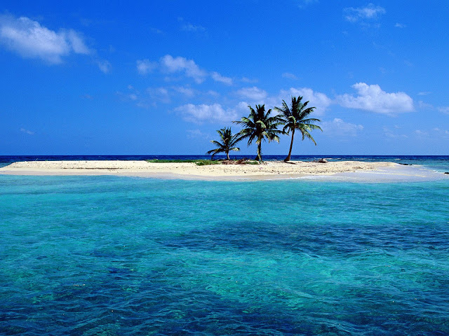 Sandy-Island-off-Lighthouse-Reef-Belize