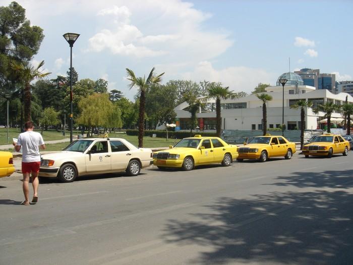 Ulkeye-calinti-Mercedes-sokmak-serbest-700x525