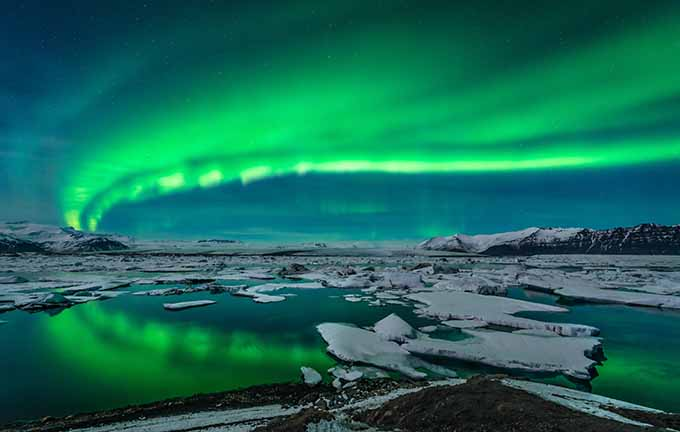 aurora_northern_lights_over_glacier_lagoon_jokulsarlon_iceland_680
