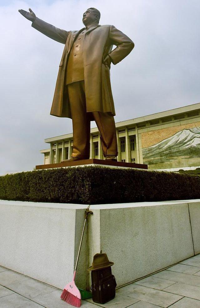 kuzey-kore-de-yasak-gunluk-yasam-kareleri-26