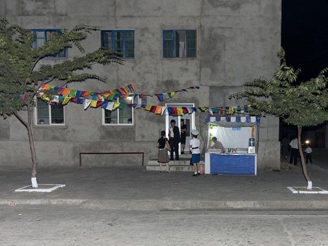 kuzey-kore-de-yasak-gunluk-yasam-kareleri-8
