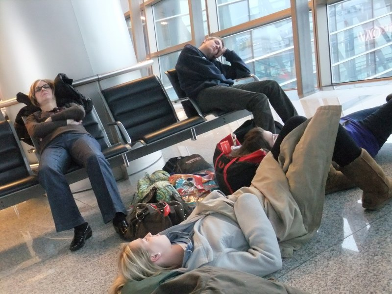 russia-sleeping-at-airport