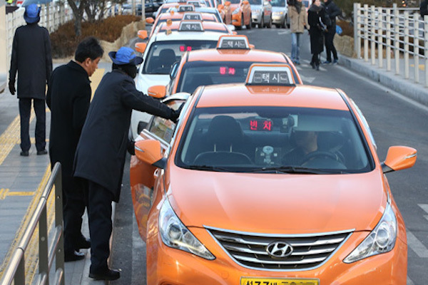 seoul-taxi-drivers-refuse-passengers
