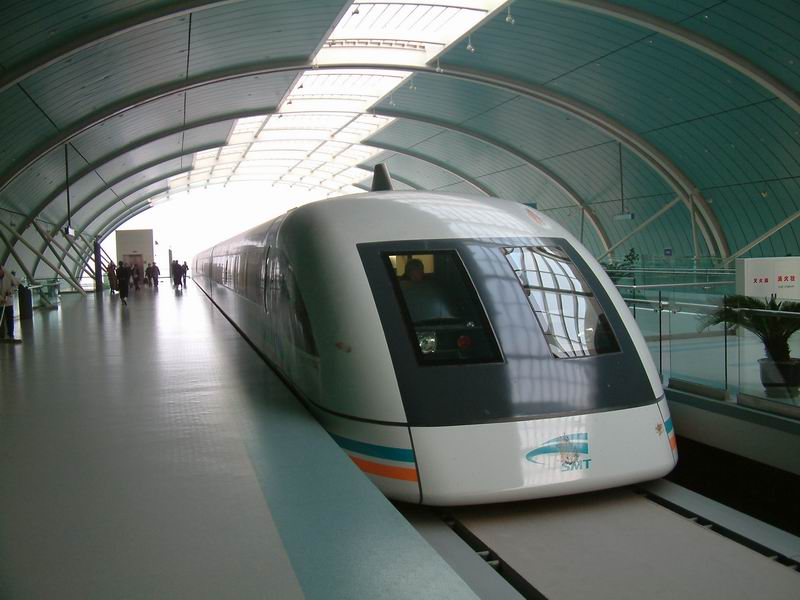 shanghai_maglev-head-in_station