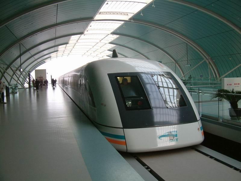 shanghai_maglev-head-in_station