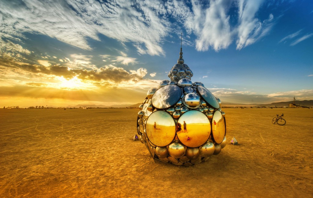 trey-ratcliff-domes-in-playa-burning-man-x2